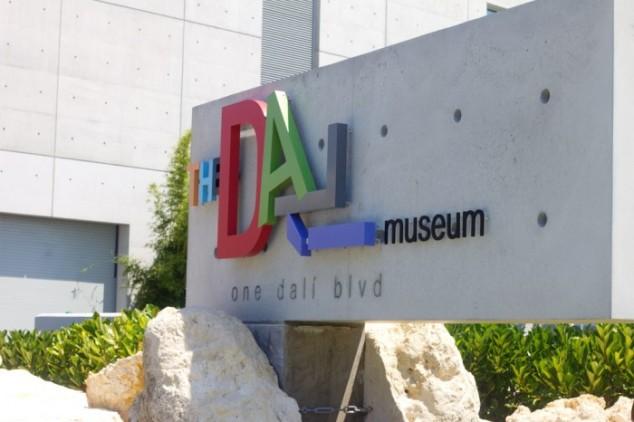 dali_museum_st_petersburg-700x466